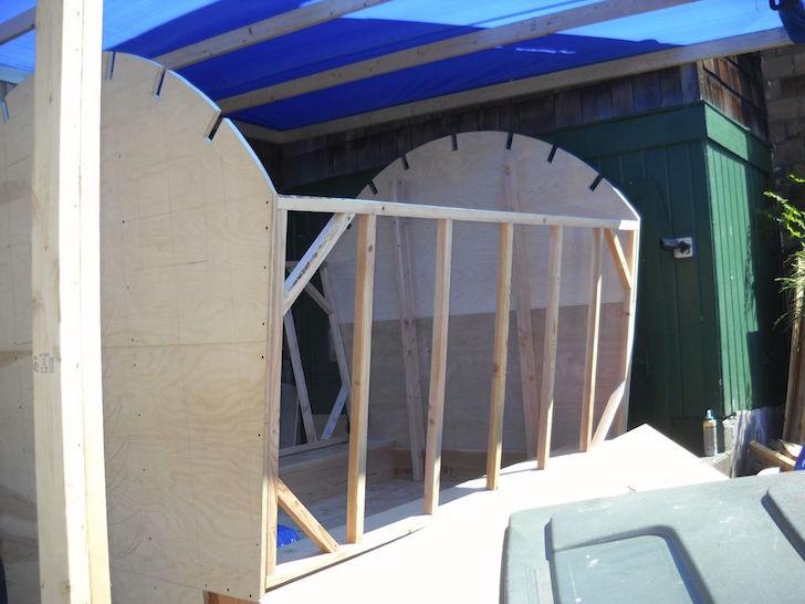 Side frame for gypsy wagon