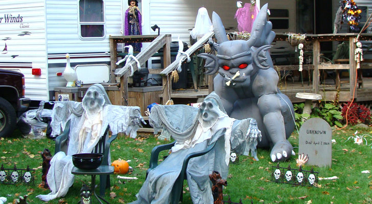 13 Spook-tacular Ways To Decorate Your Home And RV For Halloween