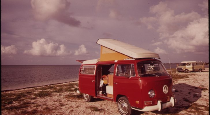 20 Mesmerizing Vintage Photos Of RVing and Camping From The 1970s