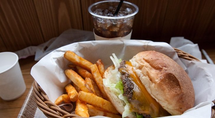 10 Ways You Can Save Money On Food While Traveling