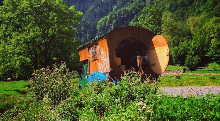 This Hobbit Camper Looks Like It's Straight Out Of Middle Earth