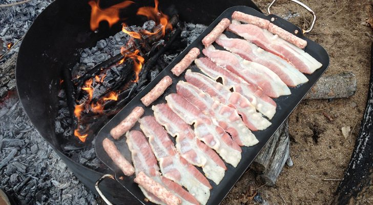 5 Amazing Camping Meals You Can Make With 5 Ingredients Or Less