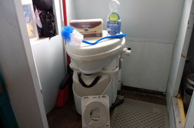 5 Helpful Tips For A Stress-Free Compost Toilet Cleaning