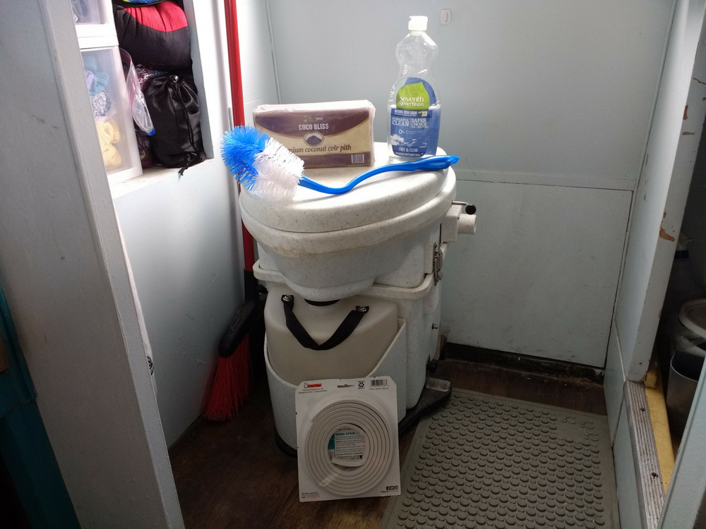 How To Clean Compost Toilets: Tips For Cleaning Your