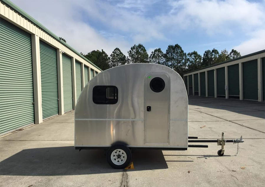 Trailers For Less >> 5 Lightweight Travel Trailers You Can Stand Up In