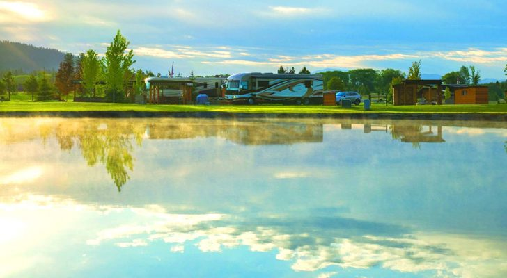 Take Your RV To These 5 U.S. Lake Districts