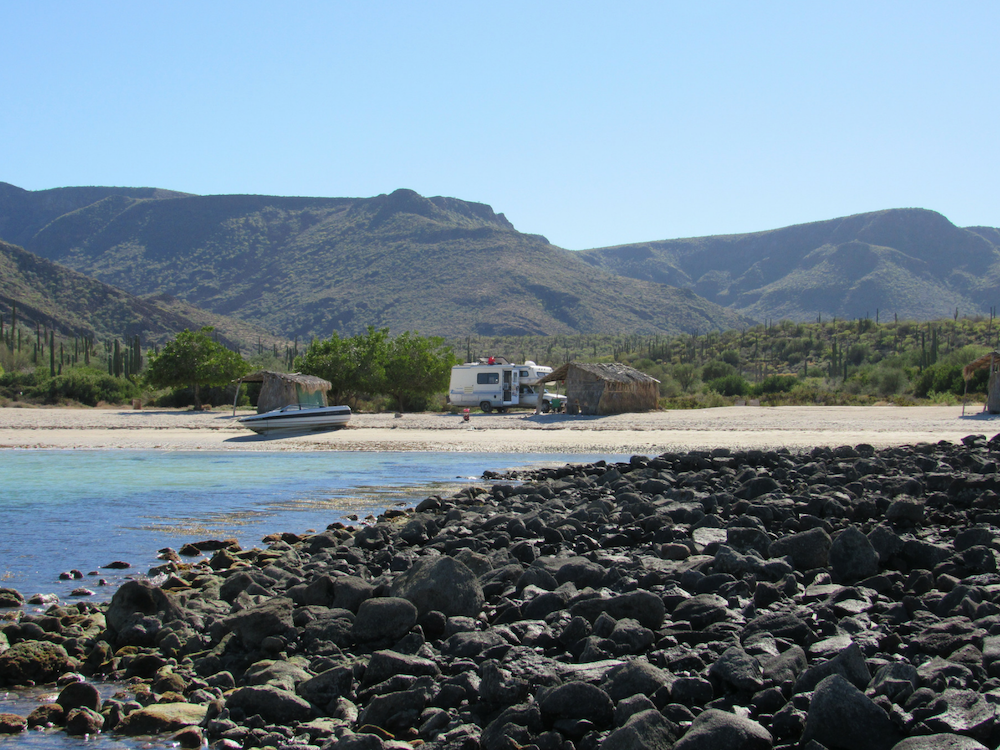 baja-beach-camping-playa-la-perla