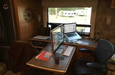 How To Create The Perfect Traveling Office