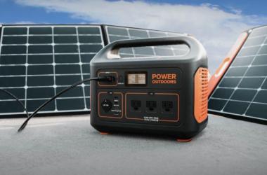 Jackery Power Station with Solar Panels