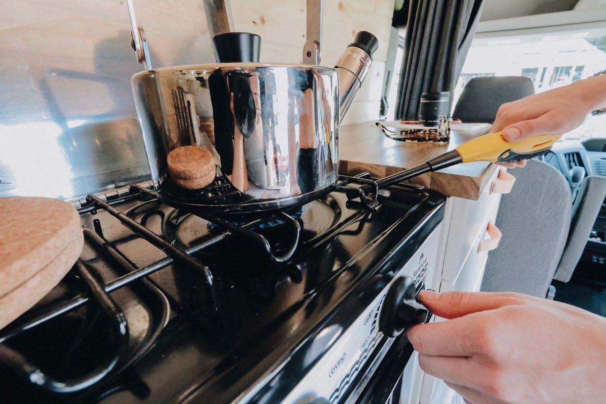 van life - cooking