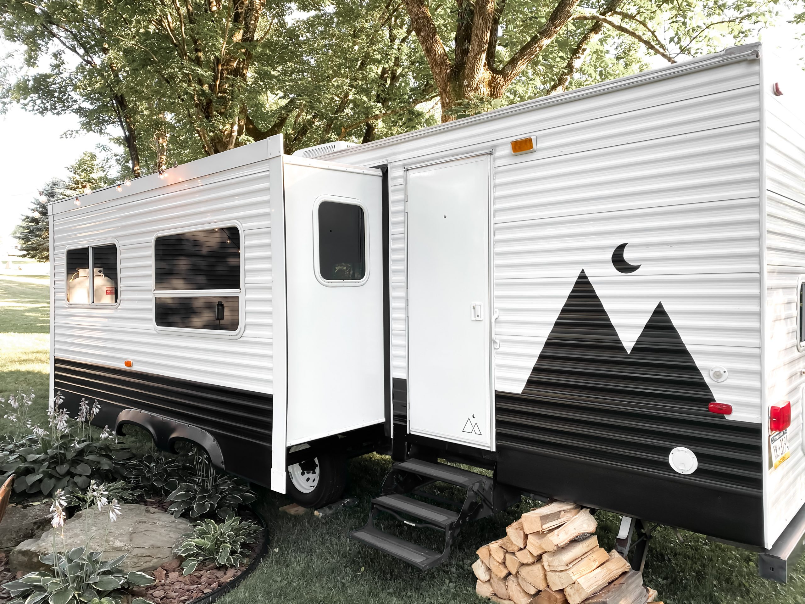 camper paint - Photo from @thehappyglamperco