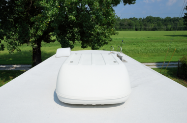 RV roof with covered AC unit